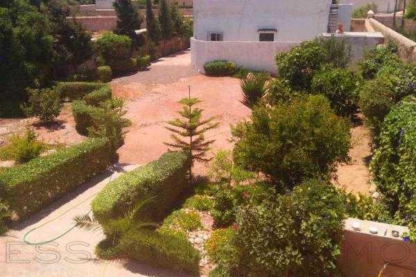 Maison avec un beau jardin