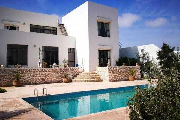 Villa avec piscine en zone urbaine