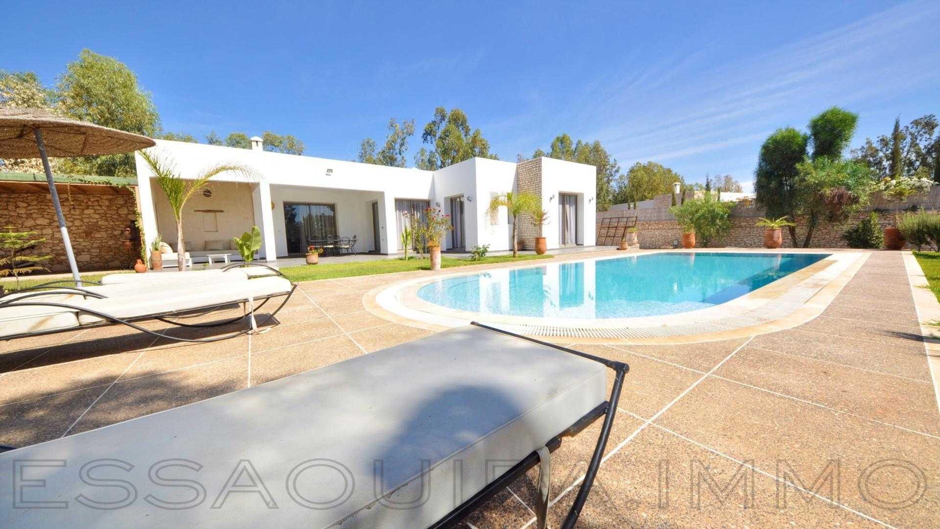 villa à 1 350€ par mois