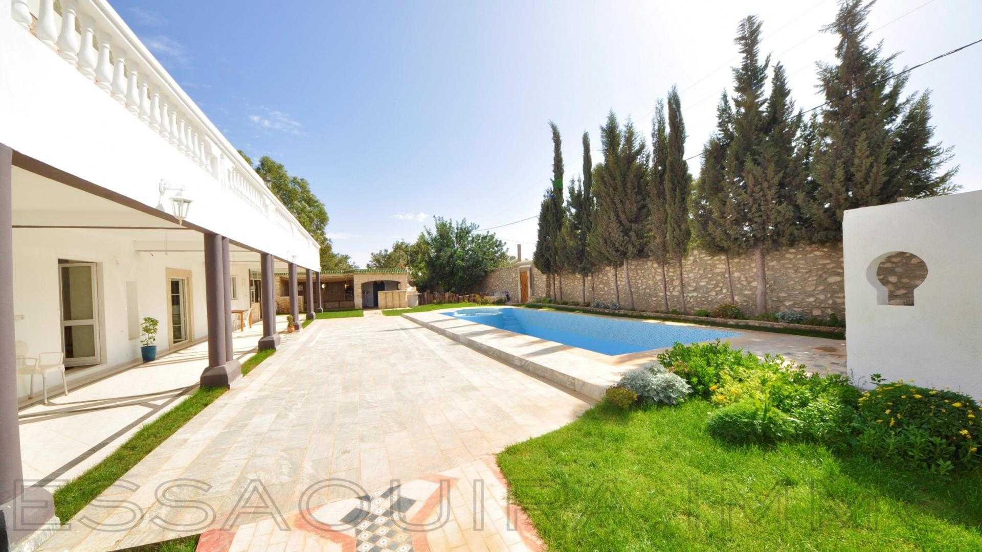 villa à 2 500€ par mois