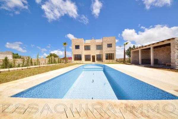 Villa neuve avec piscine